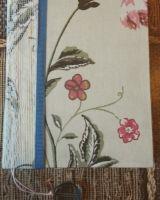 Нежный блокнот с цветными листами внутри и красивыми форзацами. Все листы прошиты и проклеены, плотность листов 80 г/м2. Обложка твердая из переплетного картона , ткани и ленты. Есть закладка.