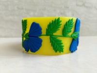 Браслет ручной работы из полимерной полупрозрачной глины с волшебными полевыми цветками - васильками. Диаметр браслета составляет 65 мм. Очень красиво и стильно смотрится на руке