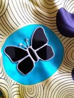 Чёрная бабочка – брошь, изготовлена в технике Тиффани.