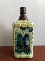 Декоративная бутылка ручной работы в технике декупаж и объемного декора. Декор в виде кирпичиков выполнен из полимерной глины и тонирован пастелью. Декупаж сделан декупажной картой. Бутылка может использоваться по назначению