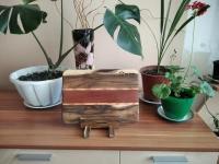 Кухонные доски -ручной работы. Обработка досок- минеральное масло.  Данная кухонная доска изготовлена из дерева- орех, вставки - сапеле и ясень. Размер: 29.5 х 21 х 1.5 см