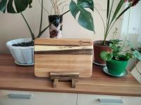 Кухонные доски -ручной работы. Обработка досок- минеральное масло.  Данная кухонная доска изготовлена из дерева- ясень, вставки орех. Размер: 32 х 21.5 х 1.7 см