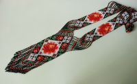 """Гердан """"Вишиванка троянда"""". Гердан є однією з найстаріших жіночих прикрас.  Це універсальна прикраса, чудово підходить жінкам любого віку.  Виконаний в техніці """"верстатне ткацтво"""" з чешського бісеру. Довжина виробу з бахромою 62 см., ширина центрального елемента 7,5 см."""