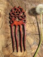 """Ви доглядаєте і слідкуєте  за красою і здоров""""ям  свого волосся і бажаєте бути ще більш привабливою і чарівною, підкорювати Світ своєю красою і виглядати на всі 100?   Пропоную авторський деревянний  гребінь """" Барокко"""" розроблений і вирізаний мною, Харус Павлом особисто, з коріння лісовоі вишні, з міцною і гарною текстурою деревини. Можливе виготовлення під замовлення з любоі, екологічно чистоі деревини, енергетика якоі більш за все підходить для вас. Що стосується дерев""""яних гребнів, то по властивості благодійноі і лікарськоі діі на красу і здоров""""я вашого волосся, ніхто ще не зміг винайти матеріал більш  корисний та естетичніший ніж натуральне дерево зі своім незвичайним малюнком текстури деревини. Гребні ручноі роботи вирізблені майстром відрізняються своєю особливістю, кропіткою роботою над кожним гребінем. З винаходом і розробкою особистого дизайну-малюнку. Ретельним вибором якісного і гарного матеріалу деревини.."""