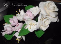 Очень красивая, легкая заколка из полимерной глины.  Цветы выполнены вручную. Возможно изготовления в любом цвете. Подойдет для любой прически, в том числе и для свадебного торжества