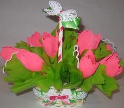 Букет из конфет.  Оригинальный и вкусный подарок.   Состав:  - конфеты Рошен Rossetti - 9 шт.,  - корзинка - 1 шт.,  - декор.   Получить в подарок тюльпаны можно в любое время года. Порадуйте этой композиций свою любимую девушку, милую подругу или просто хорошего человека!!!