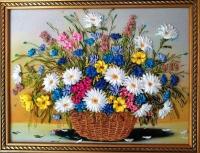 Картина вишита атласними стрічками, бісером і шовком на якісному принті. Думаю, що польові квіти подобаються людям різного віку, тому подарунок такий буде доречним до будь-якої дати і свята.