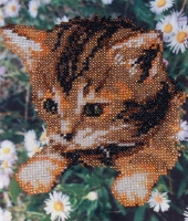 Ручна робота, виготовлена в техніці часткової вишивки бісером по тканині з нанесеним малюнком. Розмір 15*19 см Кількість кольорів - 5.