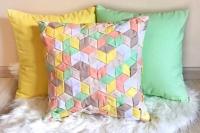 Декоративні подушки ручної роботи.  Також, Ви можете комбінувати кольори однотонних подушечок по бажанню.  В наборі 3 подушки.  Розмір 40х40.  Тканина хб. бязь сатин.  Наповнювач синтепон, холлофайбер.  Подушки мають з