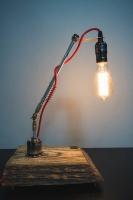"""Настільна лампа """"Pride&Joy"""", виготовлена з авто-деталей, метала і натурального дерева з лампою Едісона. Ручна робота з індивідуальним дизайном. Встановлено димер для регулювання яскравості світла на будь-який смак.  особливості: - З унікальних автодеталей і натурального дерева; - Встановлено диммер; - Довжина шнура - 150 см .; - Стандартний патрон; - Лампа Едісона входить в комплект;  Основа: 24 cm x 22 cm x 4 cm Висота: max 48 cm Вага: 2 kg  Дану модель можна виготовити під замовлення в необхідній кількості. Авто-деталі можуть трохи відрізняться від заявлених на фото."""