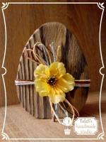 Пасхальное яйцо – традиционный подарок к Светлому Христову Воскресению. Яйцо выполнено в технике обжиг и браширование, украшено рафией и декоративным цветком. Все используемые в работе материалы на водной основе, нетоксичны.  Такое яйцо станет украшением пасхального интерьера и чудесным подарком на светлый праздник для Ваших родных и близких. Материал: массив сосны размером 11, 5 см*8,5 см*3,5 см