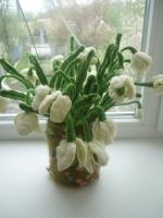 """в""""язані підсніжники постійно радуватимуть вас та нагадуватимуть про весну. Ніжні квіточки органічно виглядатимуть у вашій оселі. кількість за бажанням"""