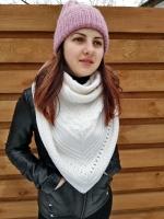 Треугольный платок,ручное вязание,отлично подойдет как для женщин так и для девушек. Ширина:1м 48см Высота:79см Состав:75%шерсть супервош 25%полиакрил Производитель пряжи Германия,не колючая