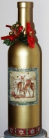 Пляшка в новорічному стилі, покрита декоративною золотистою фарбою. Використана техніка декупаж. Прикрашена різдвяним декором та блискітками. Покрита універсальним лаком.