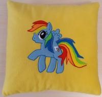 Мягкая декоративная подушка ручной работы с лошадкой Rainbow Dash, изготовленная из флиса по рисунку ребенка, станет приятным подарком и хорошим дополнением интерьера для Вас и Ваших близких. Изготавливается на заказ в течении 1-3 дней.  Размер: 40х40 см (квадратная); 36х36 см (круглая). Наполнитель: холлофайбер. Ткань: флис.  Возможны варианты изготовления по рисункам ваших детей и вашим эскизам.  Доставка по всей территории Украины («Новая почта», «Интайм», «УкрПочта»), оплата наложенным платежом или предоплата.