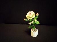 Роза сорта Эсперанс. Холодный фарфор, ручная работа. Прекрасно украсит небольшой столик, центр стола, или прикроватную тумбочку.