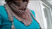 Ажурный, воздушный бактус (шарф-платок), связанный крючком из приятной наощупь серой пряжи. Декорирован бусинами и кисточками.