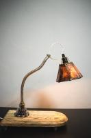 """Настільна лампа з абажуром """"Pride&Joy"""", виготовлена з авто-деталей і натурального дерева. Ручна робота з індивідуальним дизайном. Встановлено димер для регулювання яскравості світла на будь-який смак.  особливості: - З унікальних автодеталей і натурального дерева; - Встановлено диммер; - Довжина шнура - 150 см .; - Стандартний патрон; - Лампа входить в комплект;  Основа: 30 cm x 15 cm x 3 cm Висота: max 41 cm Вага: 2 kg  Дану модель можна виготовити під замовлення в необхідній кількості. Авто-деталі і шия можуть трохи відрізняться від заявлених на фото. Абажур, можна підібрати індивідуально."""