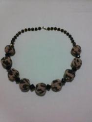 """Ожерелье сделано из """"сожмуренных"""" тканевых бусин, бисера и бусин. Длина-60см."""