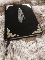 Формат а5 Обложка из натуральной замши цвет черный металлическая фурнитура - серебро замшевая закладка с кулоном в декоре использован натуральный камень - авантюрин доставка по всему миру возможна срочная доставка в Москву, сутки